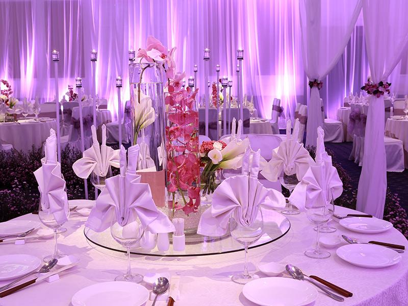 Tiệc cưới được trang trí theo phong cách VIOLET SYMPHONY